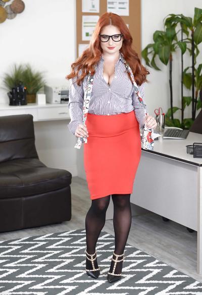 Рыжая пышная секретарша 2 фото