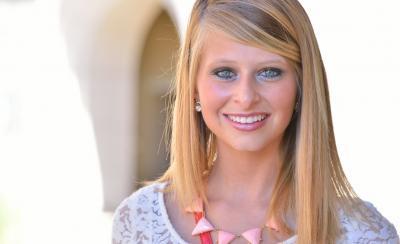 Молодая девушка разделась и стала раком 3 фото