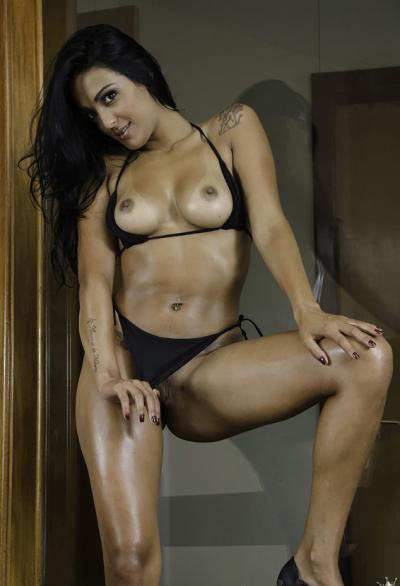 Девушка из Бразилии с накаченной задницей 11 фото
