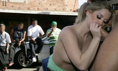 Поимел шлюху на улице перед людьми 3 фото