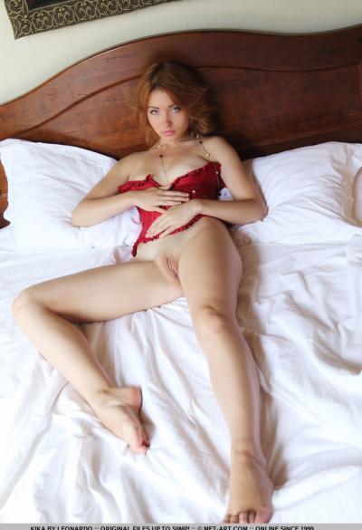 Соло красивая рыжая модель 11 фото