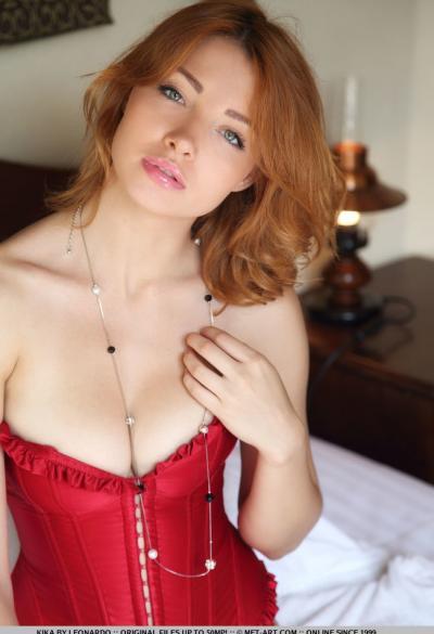 Соло красивая рыжая модель 5 фото