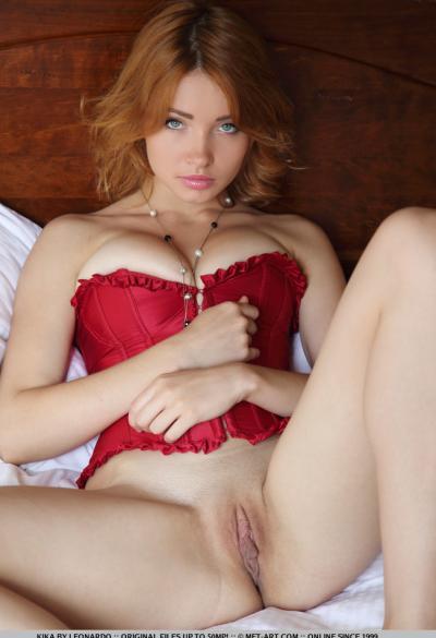 Соло красивая рыжая модель 6 фото