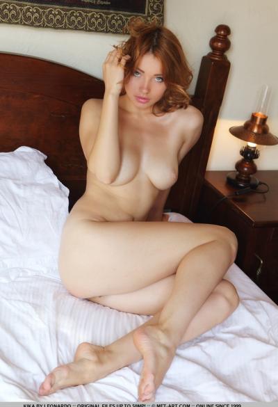 Соло красивая рыжая модель 7 фото