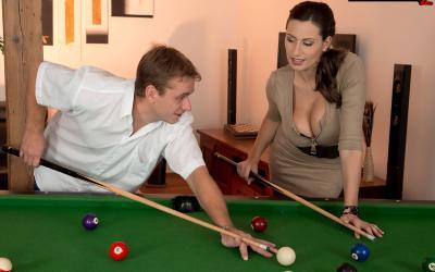Игра в бильярд закончилась страстным сексом 1 фото