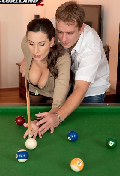 Игра в бильярд закончилась страстным сексом 2 фото
