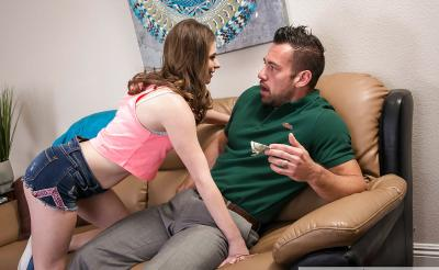Две девушки делят член мускулистого парня 1 фото
