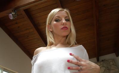 Ивана Шугар русская блондинка с большой попой 2 фото