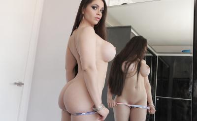 Очень сексуальная брюнетка с силиконовыми сиськами 8 фото