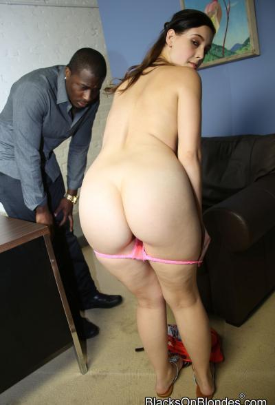 Негр удовлетворяет сексапильную красавицу 2 фото