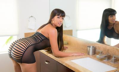 Сексуальная порномодель Мерседес Каррера с сочными формами 8 фото