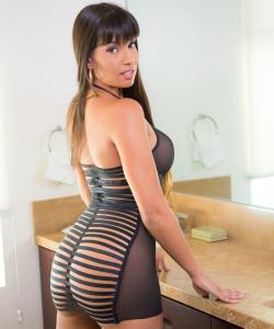 Сексуальная порномодель Мерседес Каррера с сочными формами