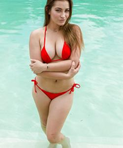Красивая порнозвезда Дэни Дэниелс