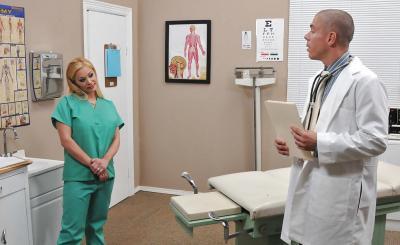 Доктор прописал медсестре горячий секс и сперму на сиськи 2 фото
