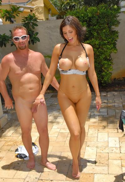 Жена с большими дойками и сочной жопой трахается в бассейне 9 фото
