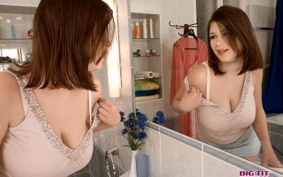 Пухлая брюнетка Терри Нова с пышными формами 4 фото