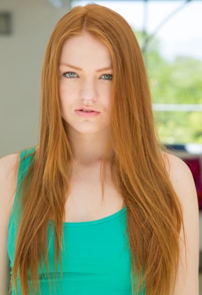 Рыжая грудастая девушка 3 фото
