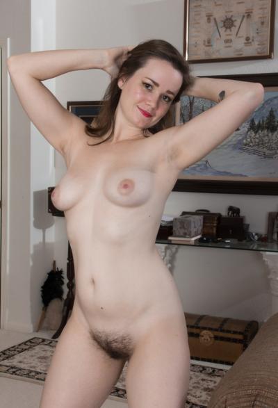 Девушка с волосатой пиздой и анусом 8 фото
