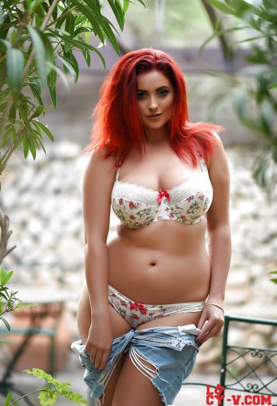 Рыжая красотка с пышной фигурой 6 фото