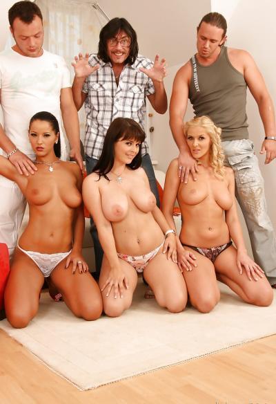Три жены устроили большую групповуху 5 фото