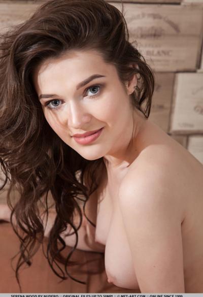 Красивая молодая девушка Serena Wood 18 фото