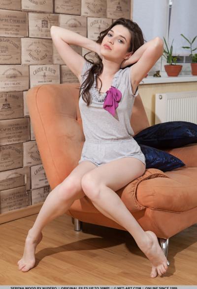 Красивая молодая девушка Serena Wood 3 фото