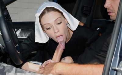 Секс с монашкой закончился спермой на лице 1 фото