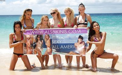Группа голых девушек на пляже 1 фото