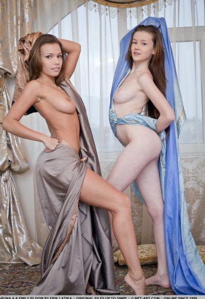 Две гибкие голые девушки 4 фото