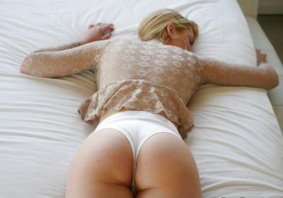 Блондинка с веснушками и большими дойками 4 фото