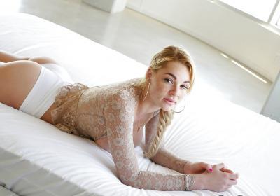 Блондинка с веснушками и большими дойками 7 фото