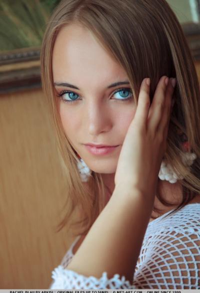 Голая блондинка с голубыми глазами 1 фото