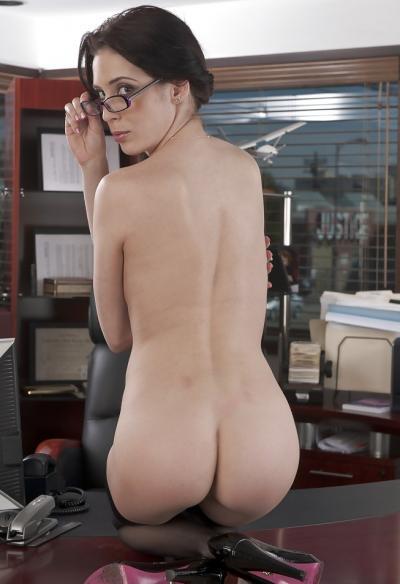 Голая секретарша в чулках 16 фото