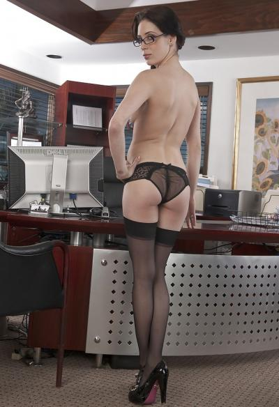 Голая секретарша в чулках 4 фото
