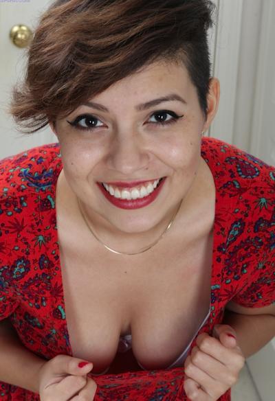 Грудастая девушка с волосатой писей 2 фото