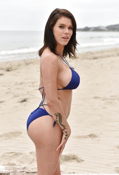 Очень сексуальная брюнетка Пета Дженсен 1 фото