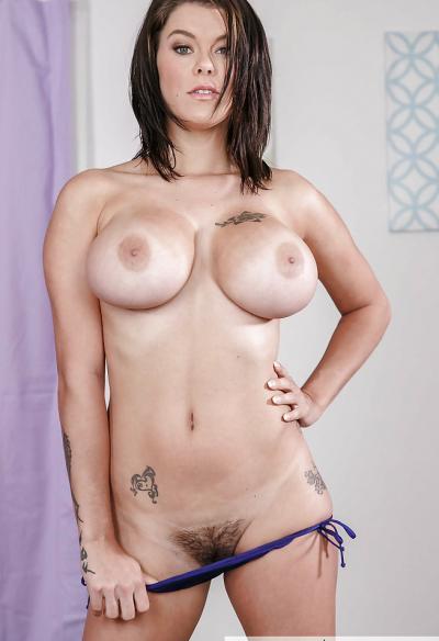 Очень сексуальная брюнетка Пета Дженсен 16 фото
