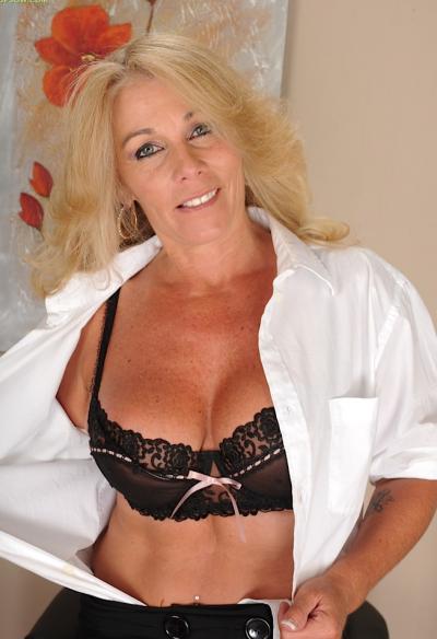 Зрелая блондинка с висячими большими сиськами 1 фото