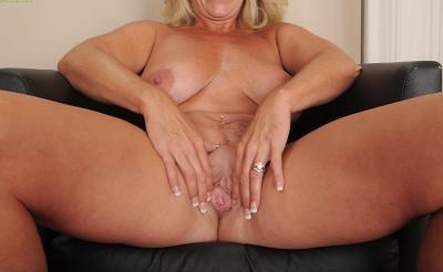 Зрелая блондинка с висячими большими сиськами 11 фото