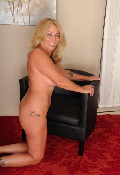 Зрелая блондинка с висячими большими сиськами 13 фото
