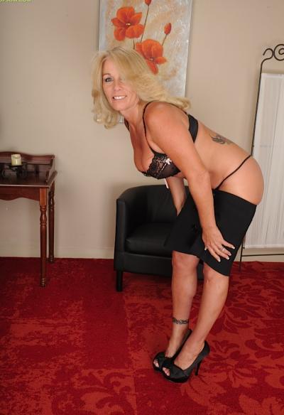 Зрелая блондинка с висячими большими сиськами 2 фото