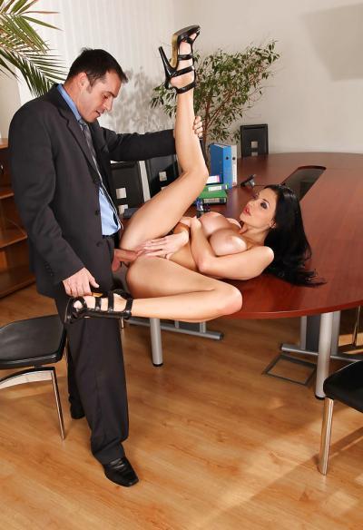 Горячий секс в офисе 7 фото