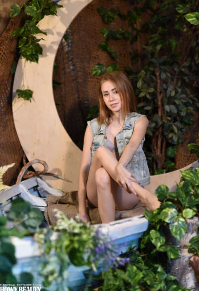 Молодая худая девушка Марика 1 фото