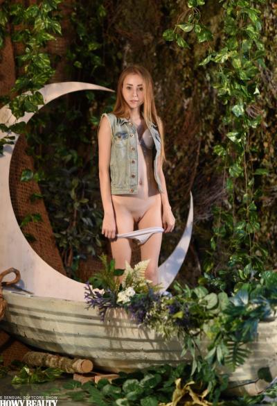 Молодая худая девушка Марика 3 фото