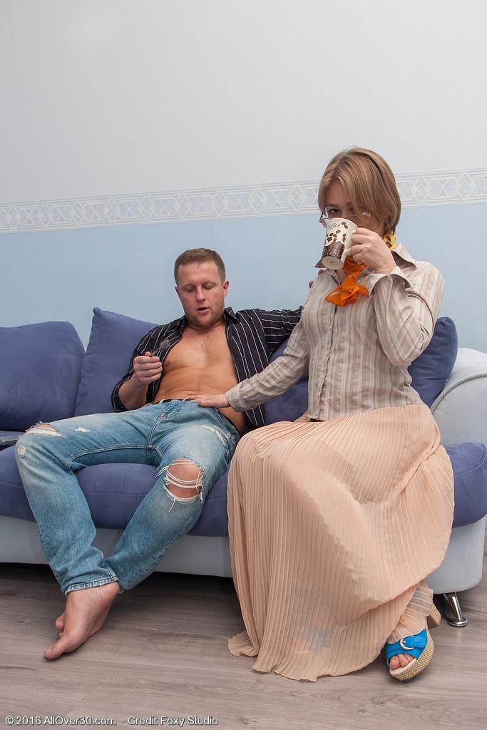 Русская групповая ебля с женой, большие жопы и пизды взрослых женщин