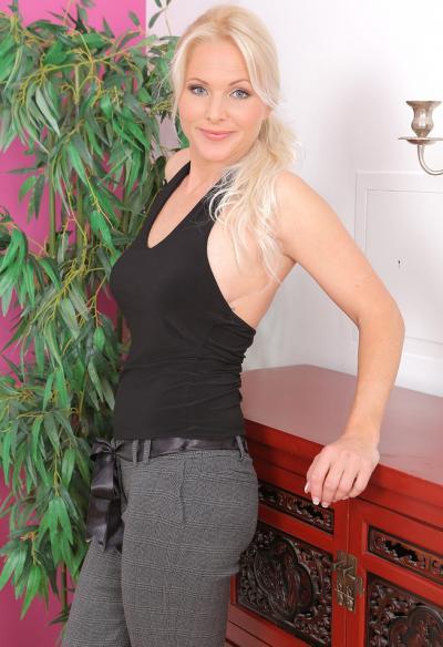 Красивая зрелая блондинка 1 фото