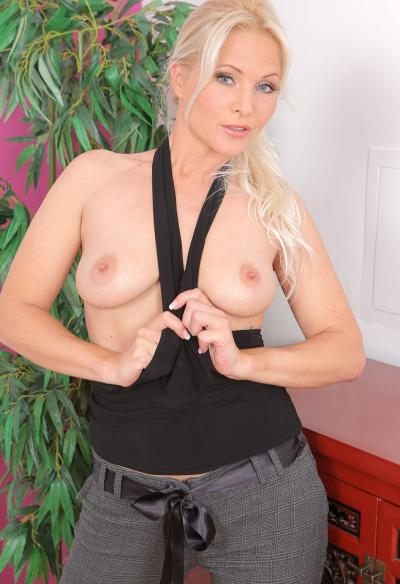 Красивая зрелая блондинка 2 фото