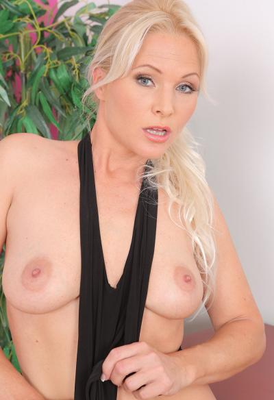 Красивая зрелая блондинка 7 фото