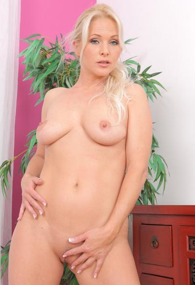 Красивая зрелая блондинка 8 фото