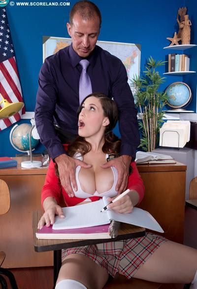 Студентка разделась перед учителем 3 фото